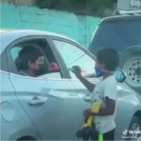Abinader resalta gesto de niños que comparten en video viral