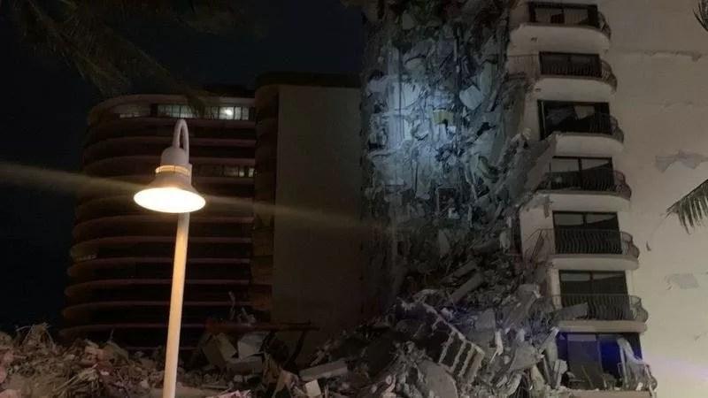 Se derrumba parcialmente un edificio residencial de 12 plantas en Miami