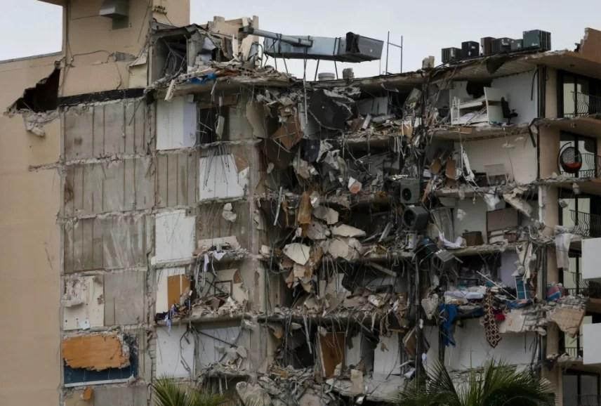 Al menos cuatro muertos y 159 desaparecidos en derrumbe de edificio en Florida