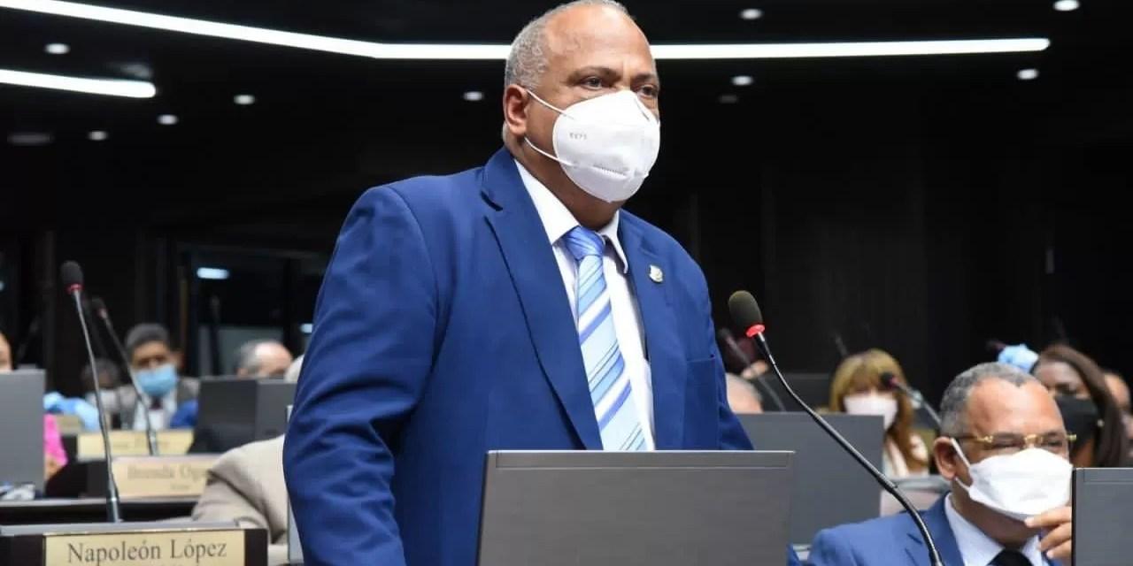 Diputado Ramón Bueno exige al director PN detener atropello contra los ciudadanos