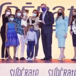 Abinader da inicio al programa social 'Supérate'