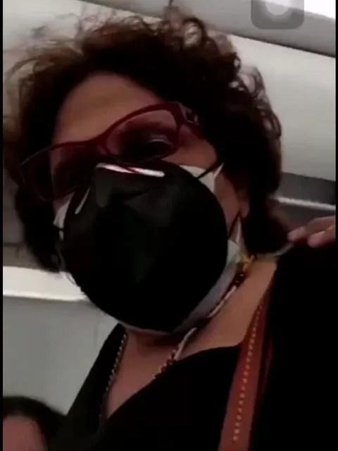 Video: Bajan de avión a periodista Consuelo Despradel