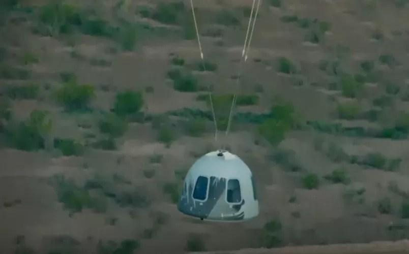 Aterriza la cápsula de Blue Origin en la que Jeff Bezos llegó al espacio