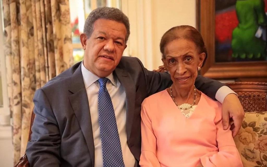 Leonel Fernández informa su madre sale bien de cirugía
