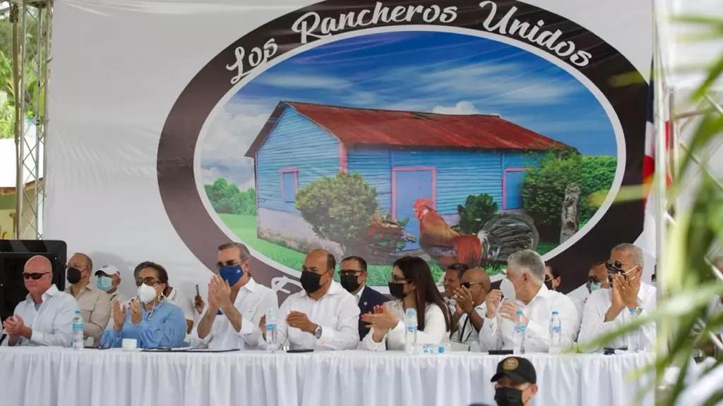 Luis Abinader promete obras a Sabana Iglesia