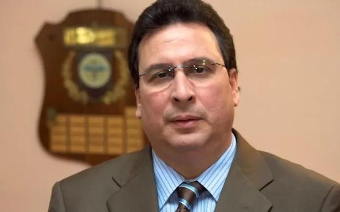 Presidente de Vacunología llama a la población a colocarse la tercera dosis