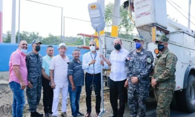 Edenorte inicia rehabilitación y alumbrado en comunidad de Sabana Iglesia