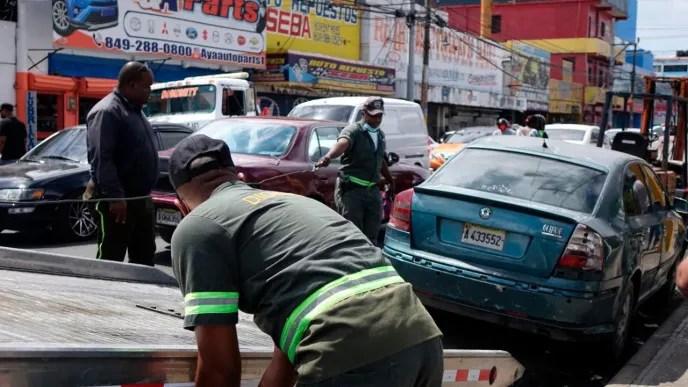 Digesett retira chatarras y carros abandonados en varias zonas de la capital