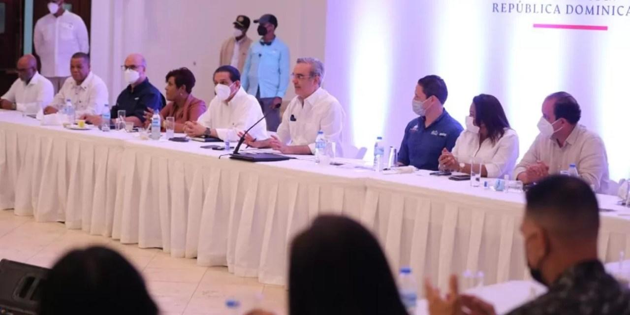 Abinader anuncia saneamiento de 10,700 títulos en Boca Chica
