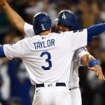 Tres jonrones de Chris Taylor mantienen vivos a los Dodgers