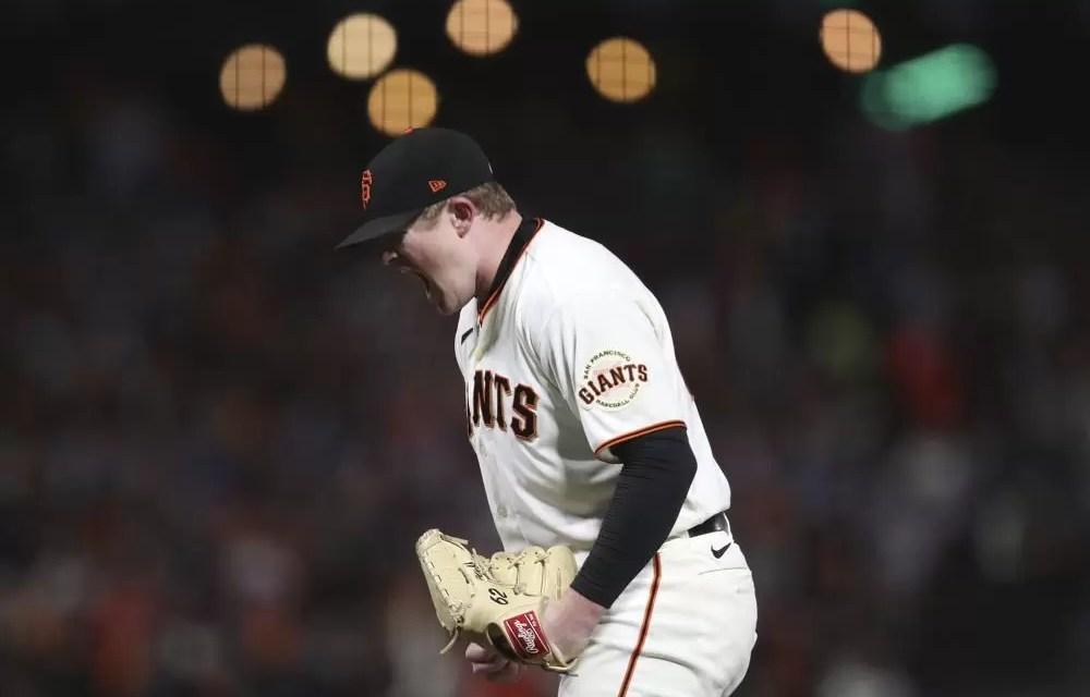 Giantes blanquean a Dodgers; Boston apalea a Rays