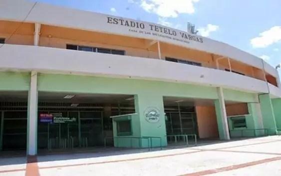 Quejas de los fanáticos por condiciones del Estadio Tetelo Vargas