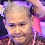 El Jeffrey se raspa la cabeza en apoyo a la lucha contra el cáncer de mama