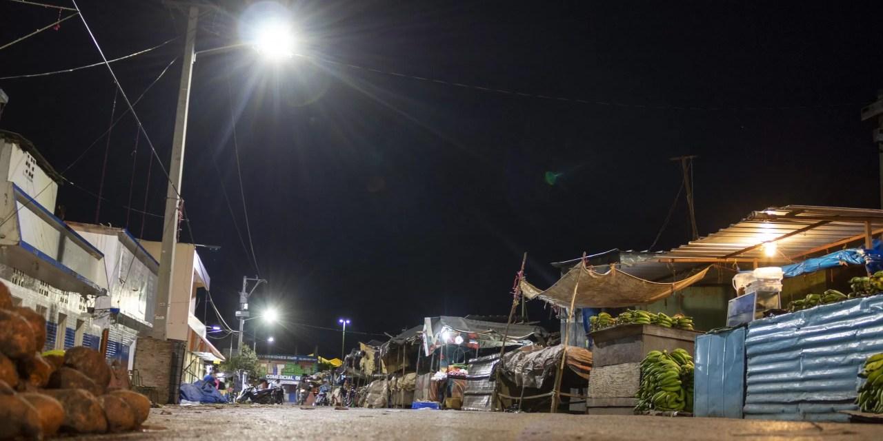 Luego de 12 años, Edesur ilumina y electrifica mercado municipal de San Juan de la Maguana