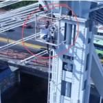 Fotos y video: Hombre armado intenta lanzarse desde el Puente Duarte