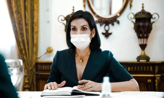 """Raquel Arbaje: """"les exhorto a ponerse su tercera dosis a quienes tengan dos"""""""