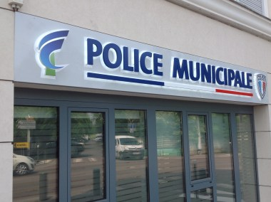 DOYEN ENSEIGNE CHENNEVIERES POLICE MUNICIPALE