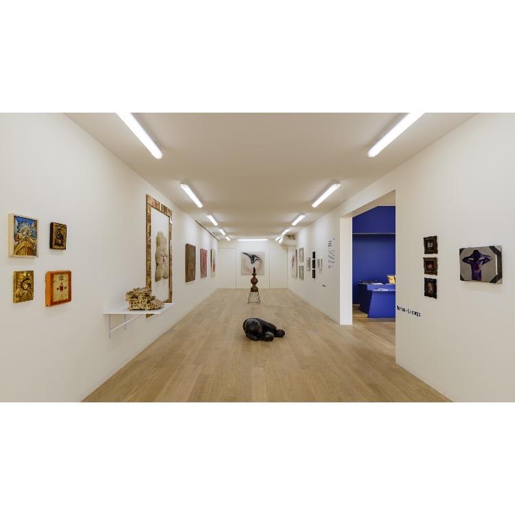 """Vue d'ensemble de l'exposition """"Nomos - Christian Paraschiv"""". Photographie : © Grégory Copitet - Enseigne des Oudin"""