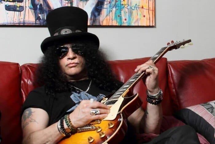 Image de Slash avec sa guitare