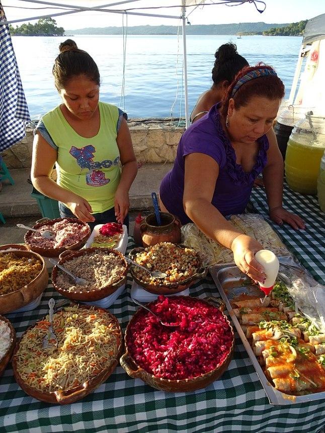 675px-Women_Serving_Street_Food_at_Waterfront_-_Flores_-_Peten_-_Guatemala_(15685397499)