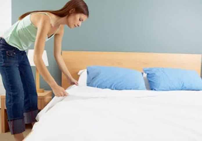 Make Up Room and Bed - Merapikan kamar tidur