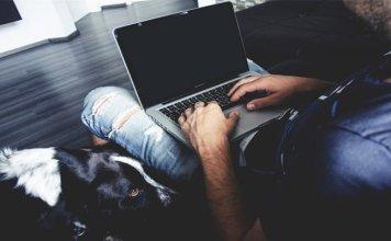 Kebiasaan Meletakkan Laptop Di Atas Paha Mengakibatkan Kulit Rusak