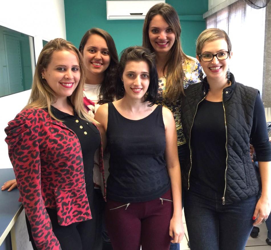 Equipe de mulheres na Evolua Educação em Cravinhos