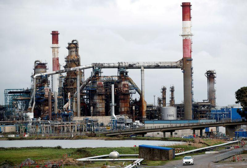 oil refineries closed due to pandemic