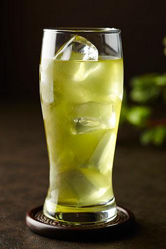 緑茶ハイはお茶割りとどう違うの?作り方やおすすめ商品も紹介!
