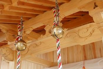 神社の鈴の意味、名前・名称、鳴らし方は?通信販売の鈴紐・鈴緒・お守りも