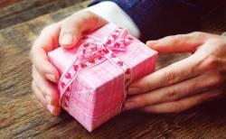 バレンタインで男性から女性にプレゼントや逆チョコはあり、なし?