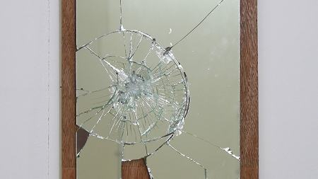 鏡が割れる意味は?縁起が悪い・不吉か、身代わりになってくれる?