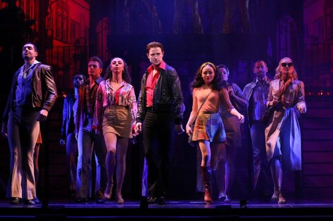 ミュージカル『サタデー・ナイト・フィーバー』開幕レポート。リチャード・ウィンザーの超絶ダンスと力強い演技から目が離せない、新生『SNF』