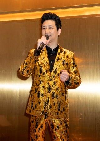 走裕介が東京・神楽坂でクリスマス スペシャルショー開催。オリジナル曲中心の昼の部とカバー曲中心の夜の部の2回公演、合わせて160人を魅了