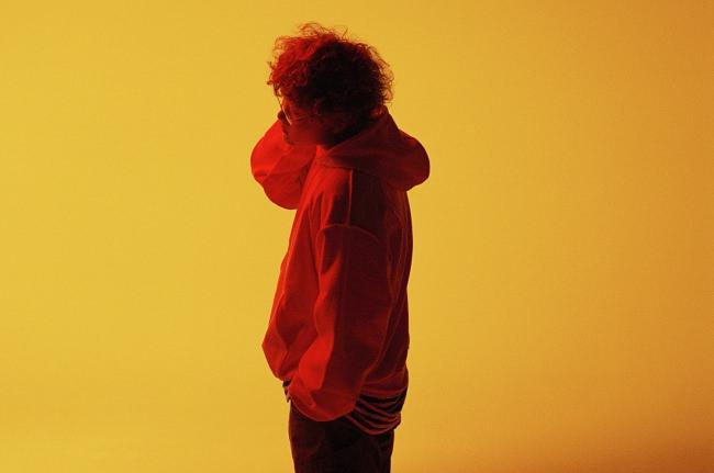 <Vaundy 1stアルバム『strobo』リリース記念>スペシャ公式LINE LIVEでオンラインリリースPARTY!MVメイキングや本人コメントも交えMVを一挙配信!