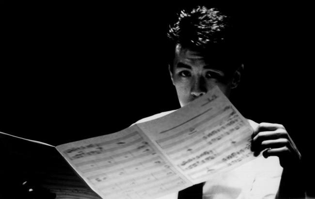 松田聖子「SWEET MEMORIES」等、数々のヒット曲・名曲を手掛けた伝説の編曲家・大村雅朗を描いた特別番組が、大村氏の命日の前日6月28日にオンエア。