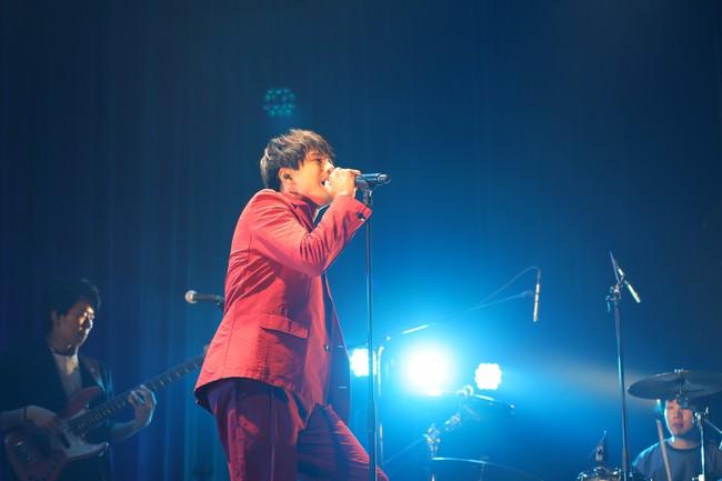 MORISAKI WIN(森崎ウィン)、全世界に向けた無観客有料配信ライブを開催! グルーヴィーでダンサブルな熱いステージを魅せる!