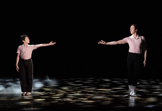 「ビリー・エリオット」より 左:中村海琉 右:大貫勇輔 ©ホリプロ