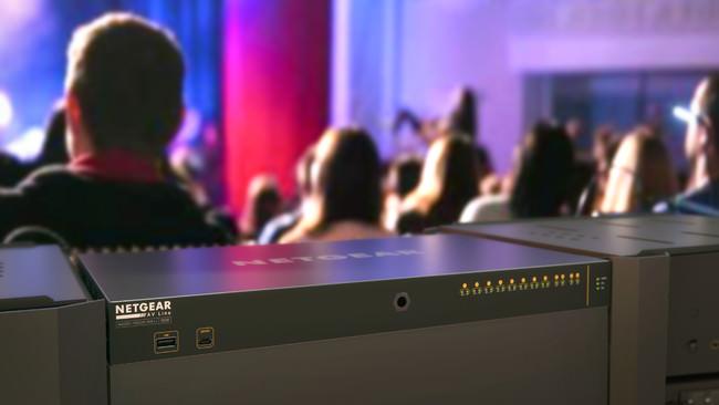 ネットギアのPro AVスイッチシリーズに、1Gbpsでお手頃な「M4250シリーズ」が登場!1ポートあたり90W、合計720Wの超大容量給電スイッチが28万円から。