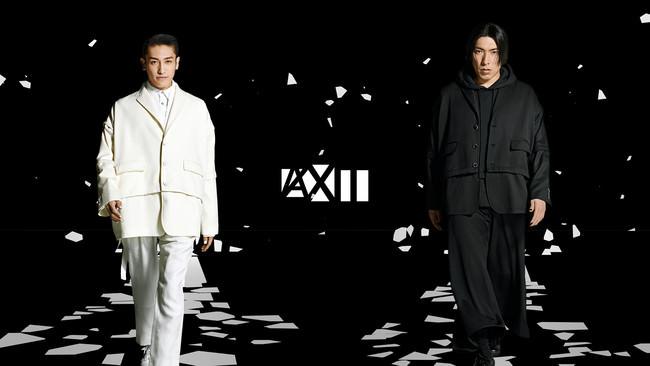 """ANREALAGEとEXITが異色のコラボレーションを行い、期間限定ブランド""""ANREALAGEXIT""""を展開。コンセプト映像ではEXITが白黒のモードな世界に黒髪で登場。"""