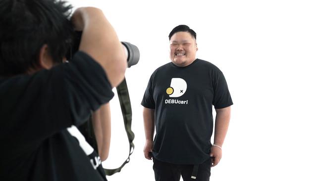 撮影されるデブ