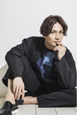 加藤和樹が感謝の気持ちを込めて……アーティストデビュー15周年を記念し、自身のすべてを詰め込んだフォトブックが発売決定!!