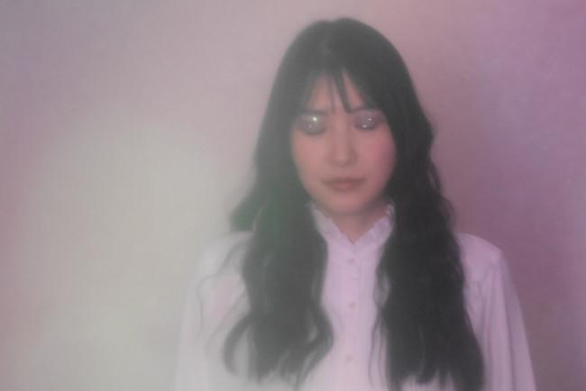 ヴァイオリニストKumi Takahara、メイクアーティストAya IwakamiとのコラボMV『Chant』を発表。