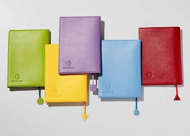 画像左から緑、黄、紫、青、赤。カラーは全部で5色、推し色がありますか?