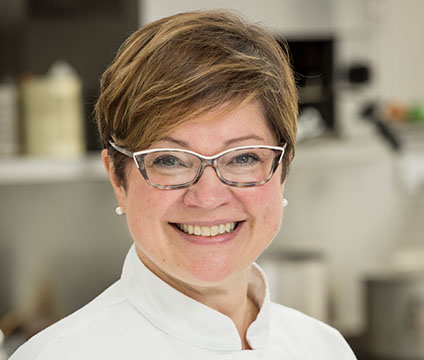 Annette Sprague teaches students to learn how to cook Edinburgh