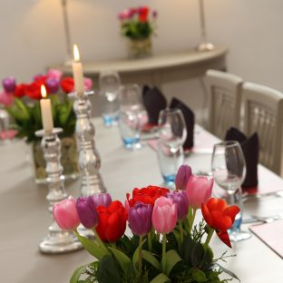 dinning room with the spring flowers ready for an event