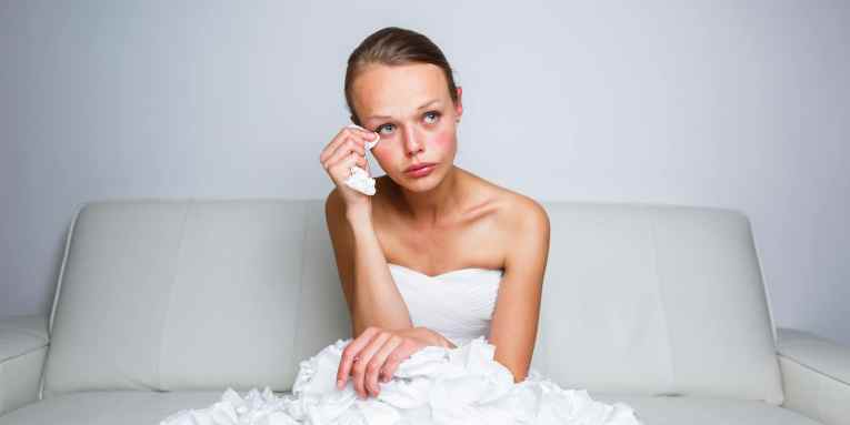 Marido demanda a su esposa luego de verla sin maquillaje