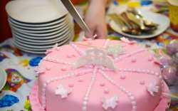 Esta es la forma científicamente correcta de partir un pastel