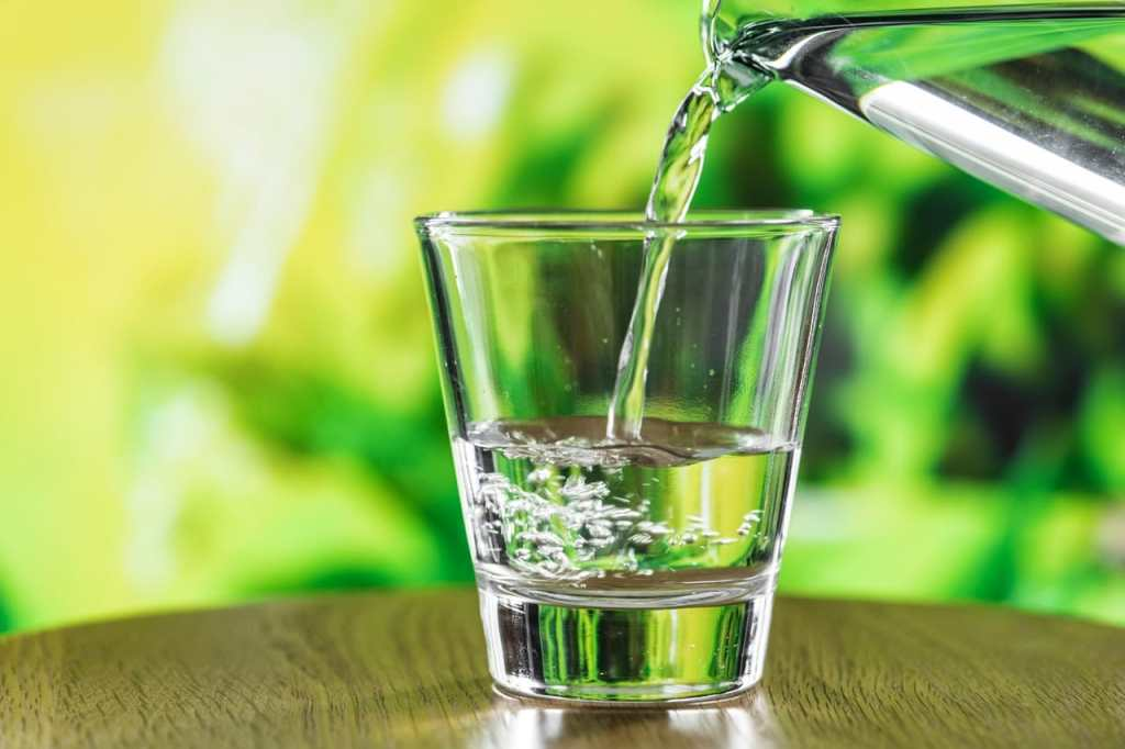 Beber agua-Cuida tu piel y evita las manchas en la cara
