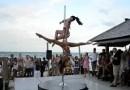 Marion Crampe y Manuela Carneiro Baile en el tubo Palm Beach – Pole Dance